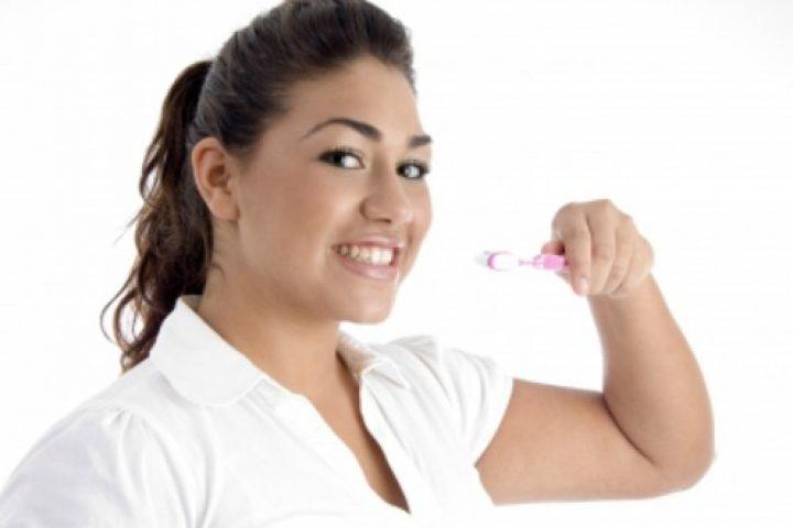 Ποιοί είναι οι τρόποι για λεύκανση δοντιών χωρίς χρήματα