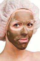 Οικονομική μάσκα προσώπου με μαύρη σοκολάτα