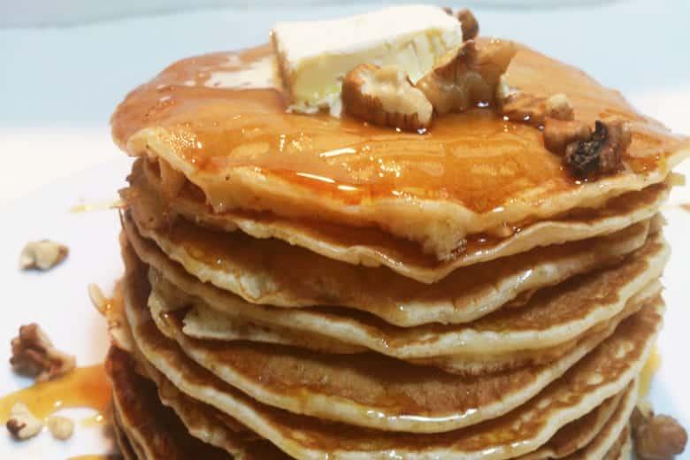 θρεπτικό παιδικό πρωϊνό με pancakes