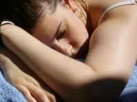 ο ύπνος σας χαρίζει λαμπερή επιδερμίδα
