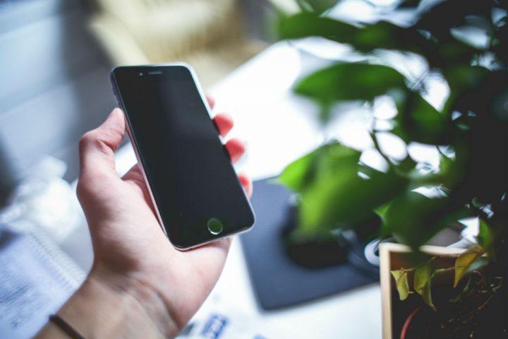Πως να καθαρίσετε την οθόνη του tablet ή του κινητού