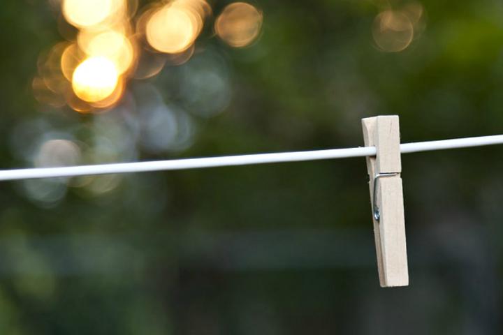 Πως θα στεγνώσετε τα ρούχα σας πιο γρήγορα το Χειμώνα