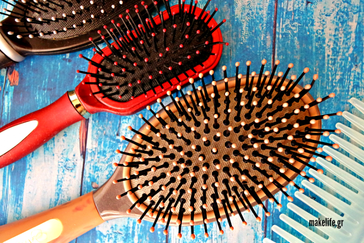Καθαρίστε τις βούρτσες των μαλλιών σας σε 4 βήματα