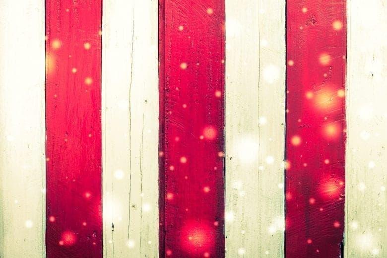 Ερυθρόλευκη Αφηρημένη Χριστουγεννιάτικη Ταπετσαρία Ξύλινης Υφής