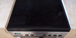 Καθαρίζουμε την κεραμική εστία της κουζίνας με 2 υλικά