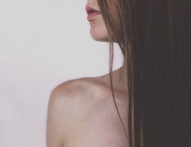 5 tips για δυνατά και λαμπερά μαλλιά με φυσικό τρόπο