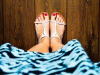 Φυσική θεραπεία για τις σκασμένες φτέρνες σε τρία στάδια