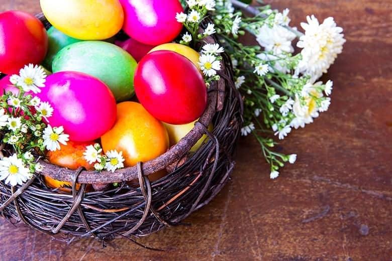 Καλάθι με Αυγά Πάσχα Ταπετσαρία