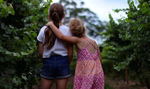 Ισορροπίες ανάμεσα στα αδέρφια Μέρος Β': τι μας είπαν 2 μαμάδες κοριτσιών
