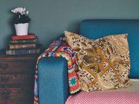 Πως καθαρίζουμε τον καναπέ. Συμβουλές για δέρμα ή ύφασμα