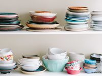 Επίμονα λίπη στα κουζινικά σκεύη; Ένας ανορθόδοξος τρόπος να φύγουν