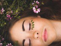 6 λάθη ομορφιάς που όλοι κάνουμε και βλάπτουν το δέρμα