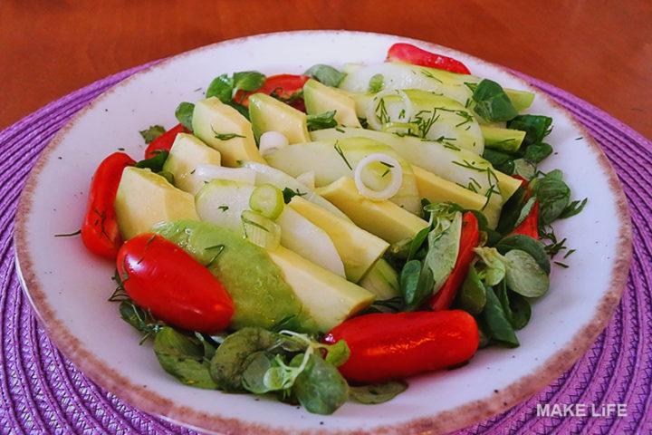 Σαλάτα με αβοκάντο και βαλεριάνα. Νόστιμη και αγχολυτική