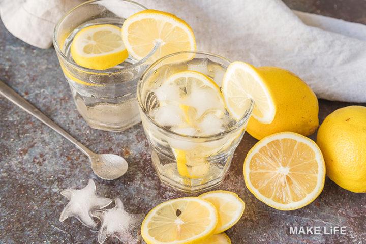 Αρωματισμένο νερό: 5 συνταγές και τα οφέλη τους στον οργανισμό