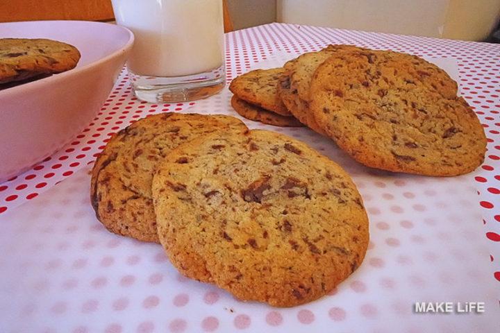 Εύκολη συνταγή για μαλακά μπισκότα με σοκολάτα που λιώνει
