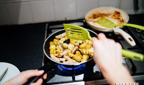 Πως θα εξαφανίσεις τη μυρωδιά από το τηγάνι για να μοσχοβολάει το σπίτι